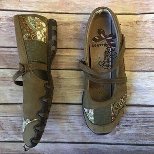 Sketchers Patchwork floral shoes 6.5